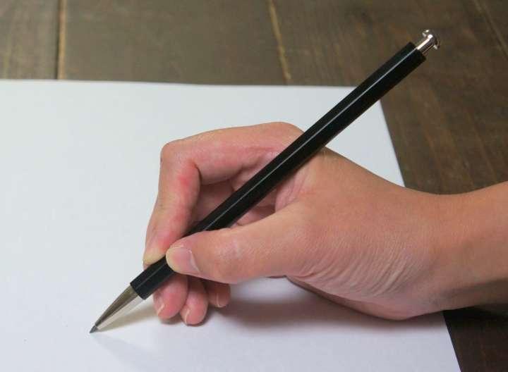 鉛筆みたいにガシガシ書ける!「大人の鉛筆」で書く楽しさを知ろう【文具のツボ】 | &GP