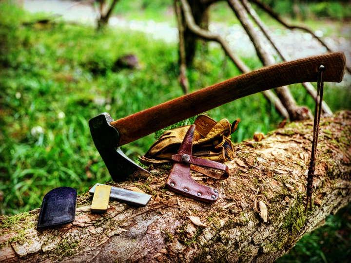 シャープナーで斧を研ぐ!アウトドアギアメンテナンス術①   &GP